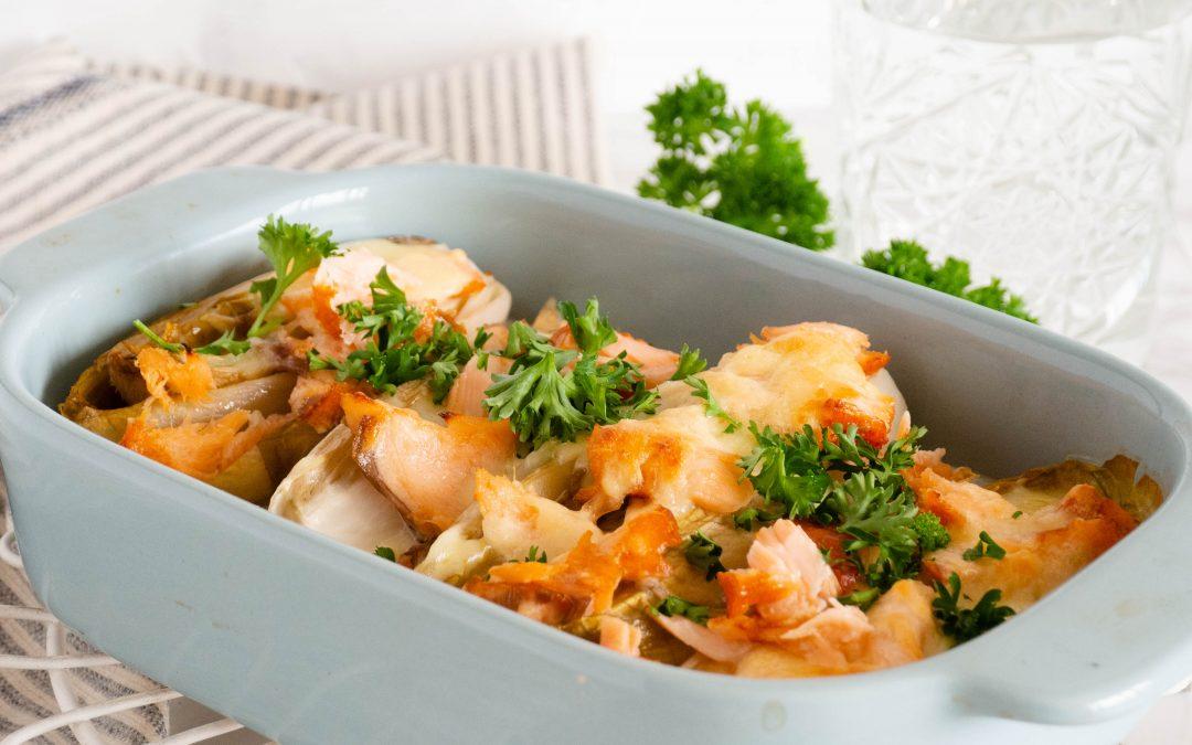 Witlof uit de oven met zalm en kaassaus